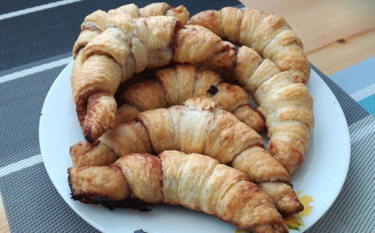 Skořicový croissant