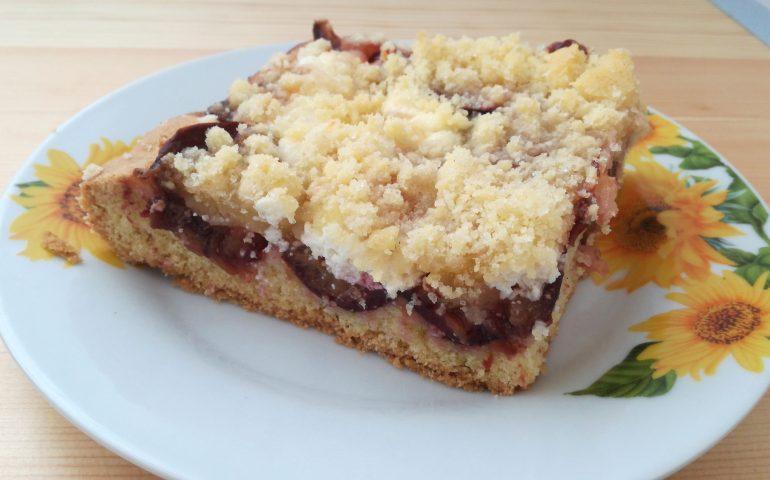 Hotový švestkový koláč