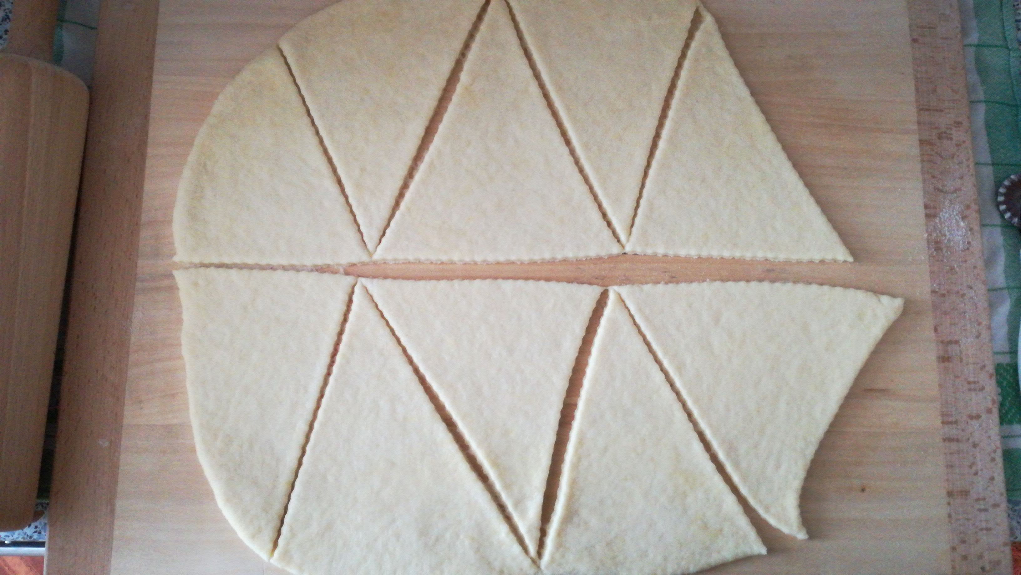 Nakrájení těsta na trojúhelníky