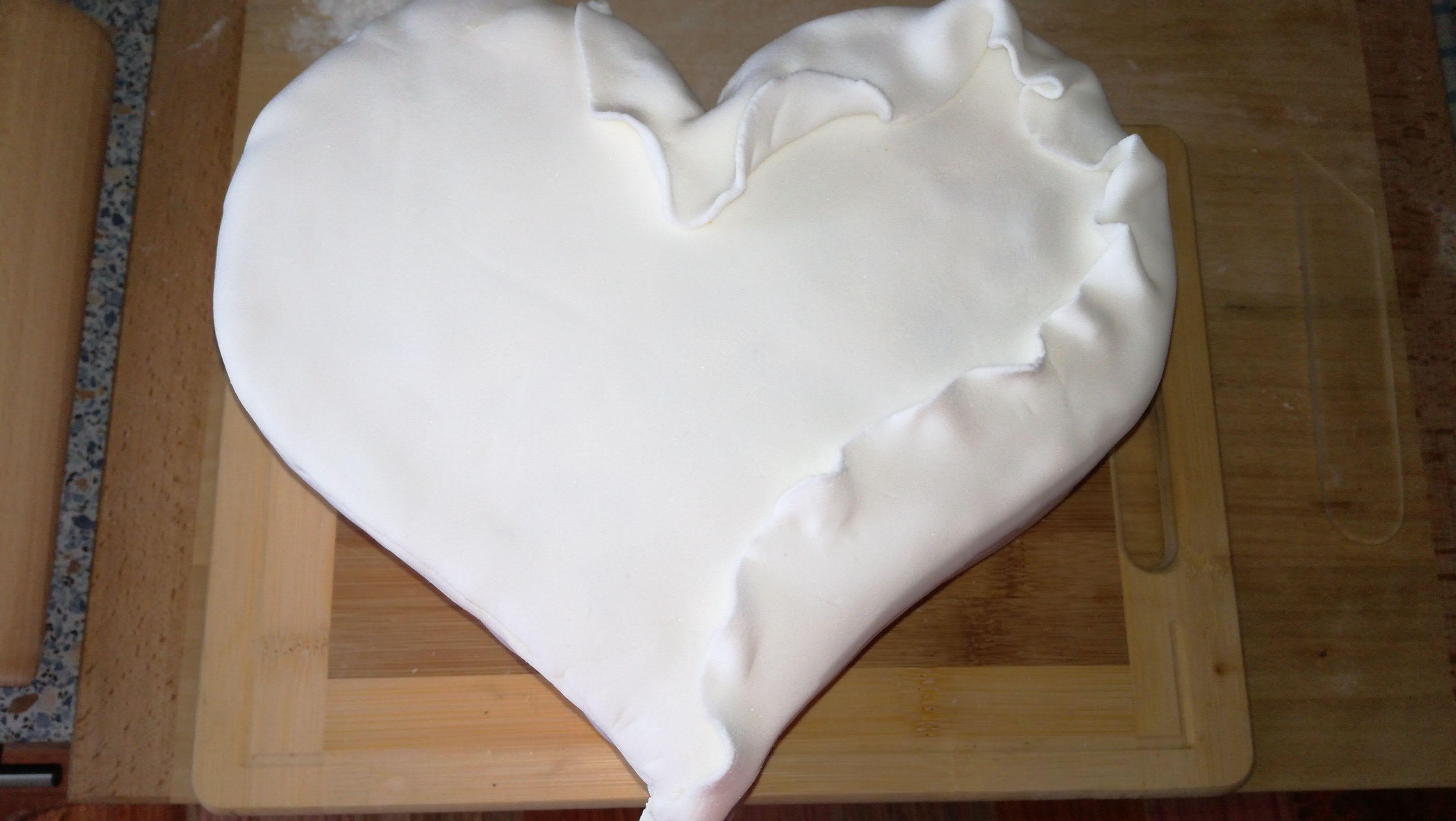 10. Potažení dortu marcipánem
