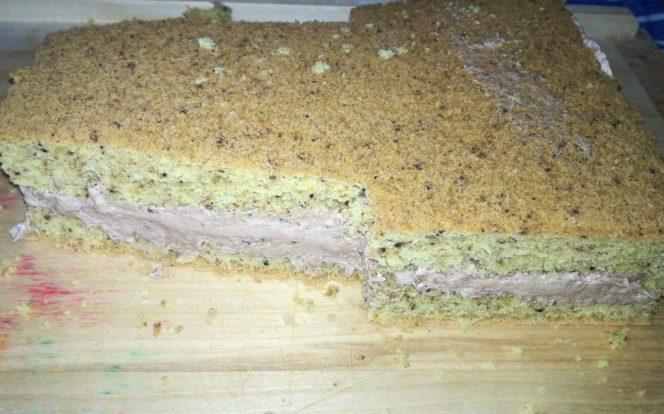 9. Přiložení druhé vrstvy dortu