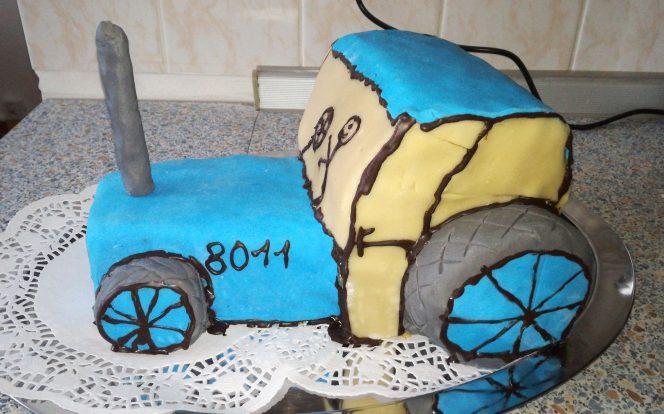 Hotový dort traktor